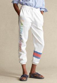 Polo Ralph Lauren - SEASONAL - Tracksuit bottoms - white - 0