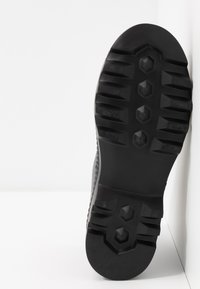 KARL LAGERFELD - TREKKA BRUSH LOGO HIKER - Boots à talons - dark metal - 6