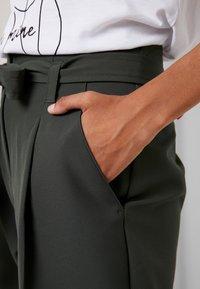New Look - MILLER TIE WAIST TROUSER - Trousers - green - 6