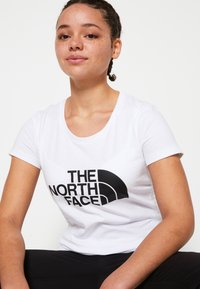 The North Face - WOMENS EASY TEE - Print T-shirt - white/black - 6