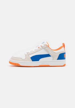 REBOUND LAYUP UNISEX - Sneakers - white/lapis blue/vibrant orange