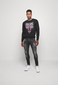 Kings Will Dream - LIMER CARROT - Slim fit jeans - grey/black - 1