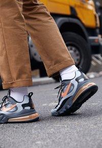 Nike Sportswear - AIR MAX 270 REACT WTR - Sneakersy niskie - wolf grey/total orange/black/dark grey - 7