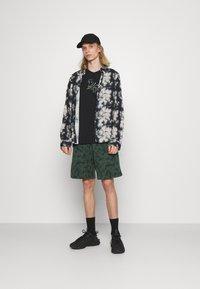 Nike Sportswear - CLUB CAMO - Shorts - galactic jade/white - 1