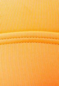 O'Neill - WAVE - Bikini top - blazing orange - 2