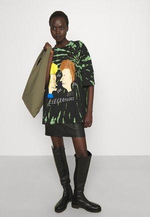 SPIRIT TALK OVERDYED UNISEX - T-Shirt print - black/green/multi-coloured