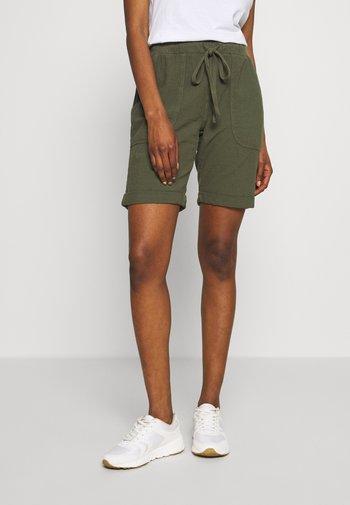 KANAYA - Shorts - grape leaf