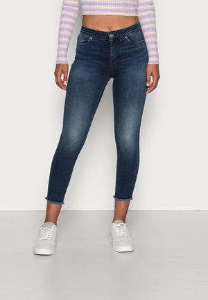 VMPEACH MR SKINNY ANK CUT - Jeans Skinny Fit - dark blue denim