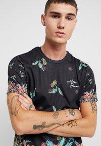 Topman - JAPANESE FLORAL TEE - Print T-shirt - black - 3