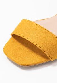 Dorothy Perkins - BRIGHT SQUARE TOE BLOCK HEEL - Sandaler - mustard - 2