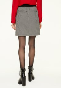 comma casual identity - MIT HAHNENTRITT-MUSTER - A-line skirt - cream houndstooth - 2