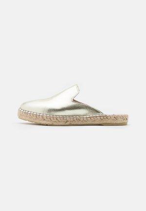 MANNY - Pantofle - gold