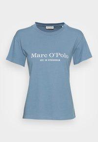 SHORT SLEEVE ROUND NECK PLACED PRINT - Print T-shirt - fall sky
