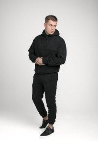 SIKSILK - OVERHEAD HOODIE - Sweatshirt - black - 1