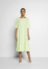 Monki - SAFIRA DRESS - Košilové šaty - light green - 0