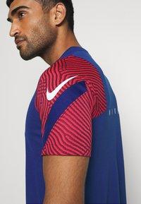Nike Performance - DRY STRIKE - Camiseta estampada - deep royal blue/dark beetroot/white - 5