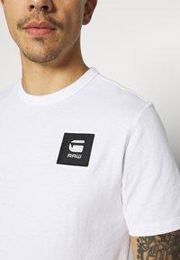 G-Star - BADGE LOGO - T-shirt med print - white - 5