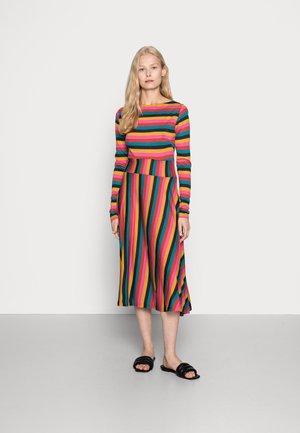 SIGRID WOOL DRESS - Žerzejové šaty - arvo