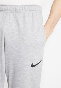 Nike Performance - DRY PANT TAPER - Spodnie treningowe - grey heather - 4
