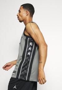 Nike Performance - NBA BROOKLYN NETS SWINGMAN JERSEY - Article de supporter - dark steel grey/black - 3