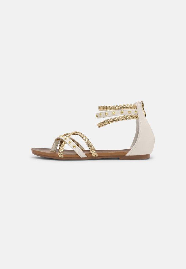 Sandály s odděleným palcem - medusa bianco/platino