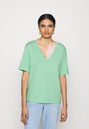 LAST V NECK - T-shirt basique - darker mint