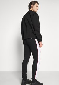 11 DEGREES - COLOUR BLOCKED PIPED JOGGERS - Tracksuit bottoms - black/white/goji berry red - 3