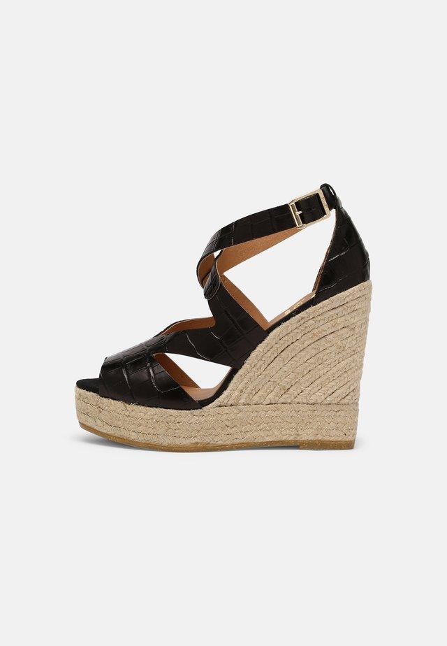 SOFIA - Sandalen met plateauzool - schwarz