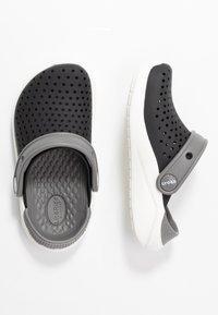 Crocs - LITERIDE  - Sandały kąpielowe - black/white - 0