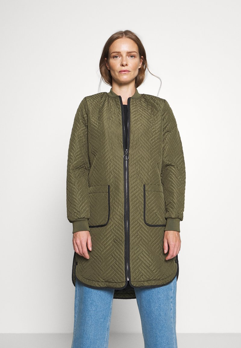 Kaffe - KAMICA QUILTED COAT - Krátký kabát - grape leaf