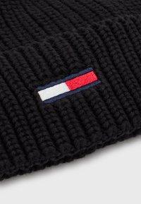 Tommy Jeans - BASIC FLAG BEANIE UNISEX - Čepice - black - 2