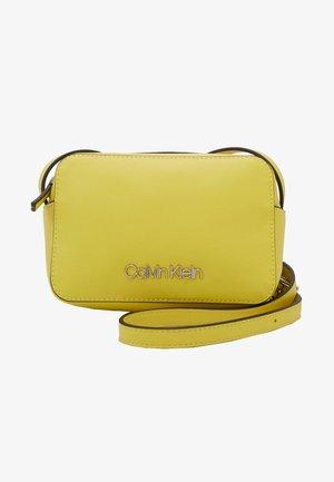 CAMERABAG - Across body bag - yellow