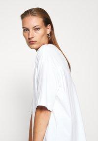 ARKET - T-shirts basic - white light - 5