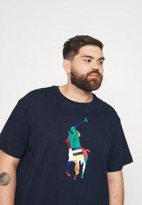 Polo Ralph Lauren Big & Tall - SHORT SLEEVE - Print T-shirt - newport navy - 3