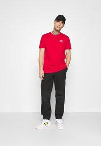 Alpha Industries - Print T-shirt - speed red - 1