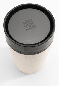 Circular&Co - KAFFEEBECHER TO GO MIT DECKEL - 227ml - Other accessories - weiß / schwarz - 2