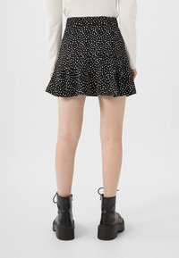 Stradivarius - SKORT - Gonna a campana - white - 2
