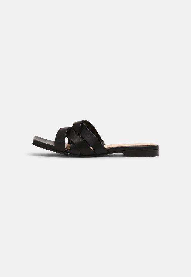 SLFASHLEY SLIDER - Korolliset pistokkaat - black