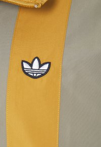 adidas Originals - SAMSTAG  - Windbreaker - clay - 4
