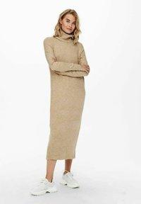 ONLY - EXTRALANG - Gebreide jurk - toasted coconut - 1