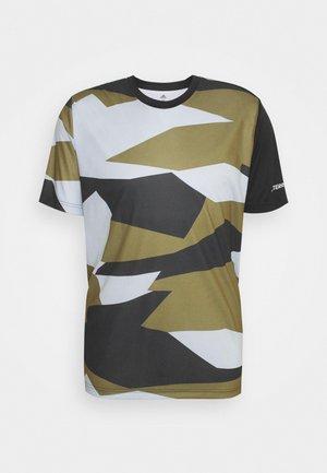 TERREX GRAPHIC - T-shirt z nadrukiem - white/wild moss