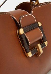 Bally - JORAH TOP HANDLE - Handbag - cuero - 4