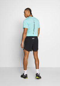Nike Performance - M NK FLX STRIDE SHORT 5IN TKO - Urheilushortsit - black - 2