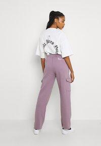 WRSTBHVR - GATY PANTS STONE LILAC WOMEN - Cargo trousers - stone lilac - 2