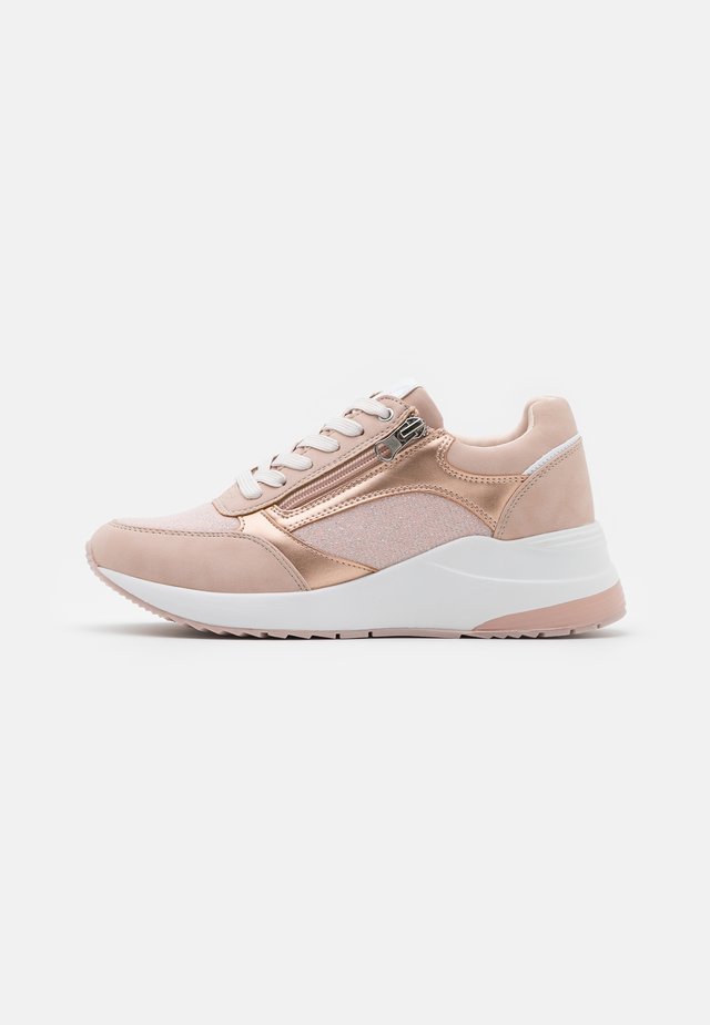 CAROL - Trainers - pink