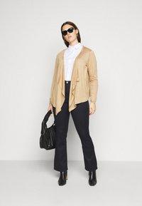 Vero Moda Curve - VMMARIA  - Flared jeans - black - 1