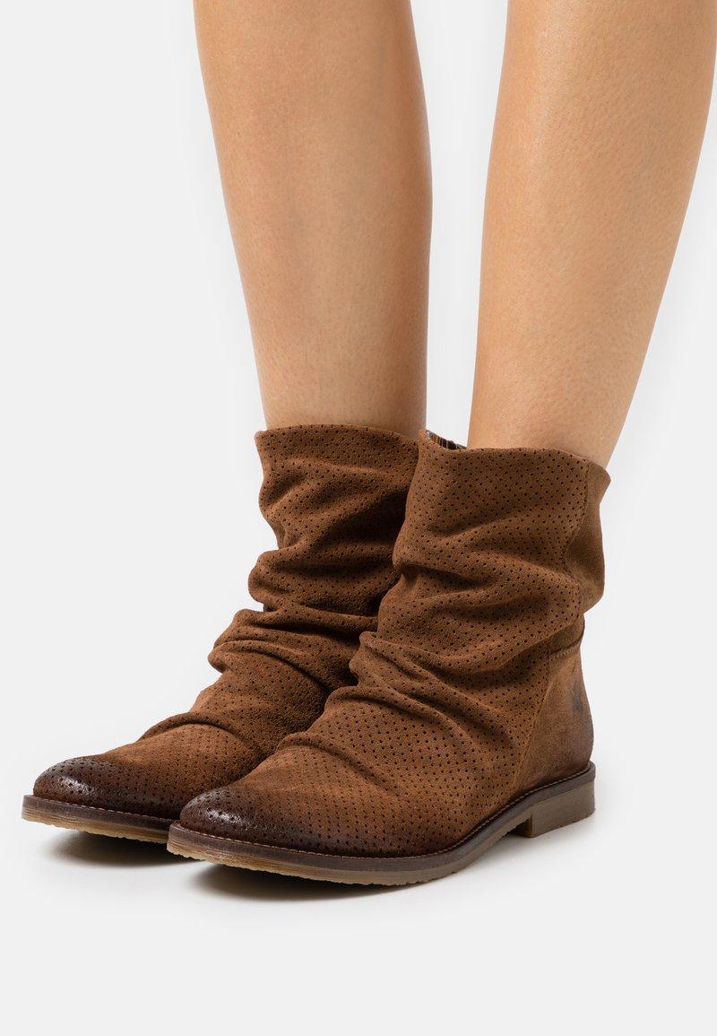Felmini - CLASH - Cowboy/biker ankle boot - marvin brown