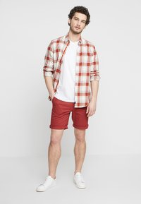 Selected Homme - SLHSTRAIGHT PARIS - Shorts - brick red - 1
