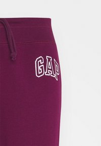 GAP - Tracksuit bottoms - beach plum - 2