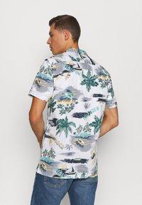 Tommy Hilfiger - HAWAIIAN PRINT - Shirt - white/pearl blue/multi - 2